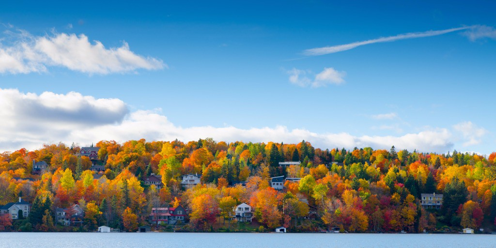 autumn-mountain-with-lake-picture-id614424964