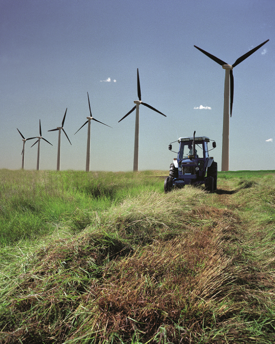 renewable energy wind projects leave room for local farmers, meaning double the profit for the same land!